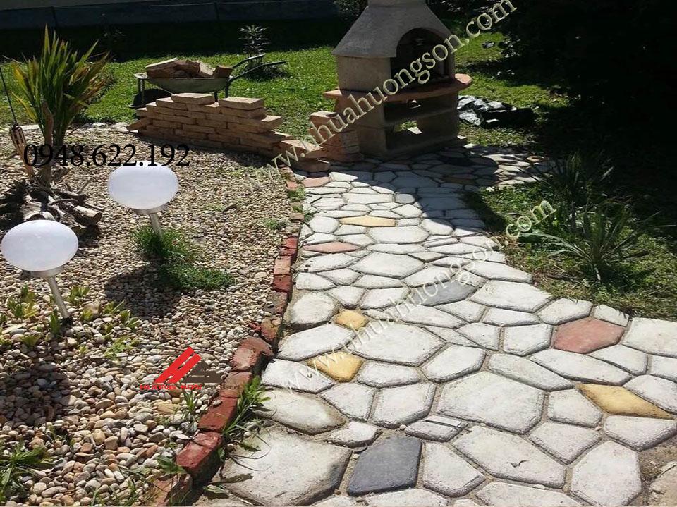 khuôn gạch sân vườn tạo ra những công trình cảnh quan đẹp