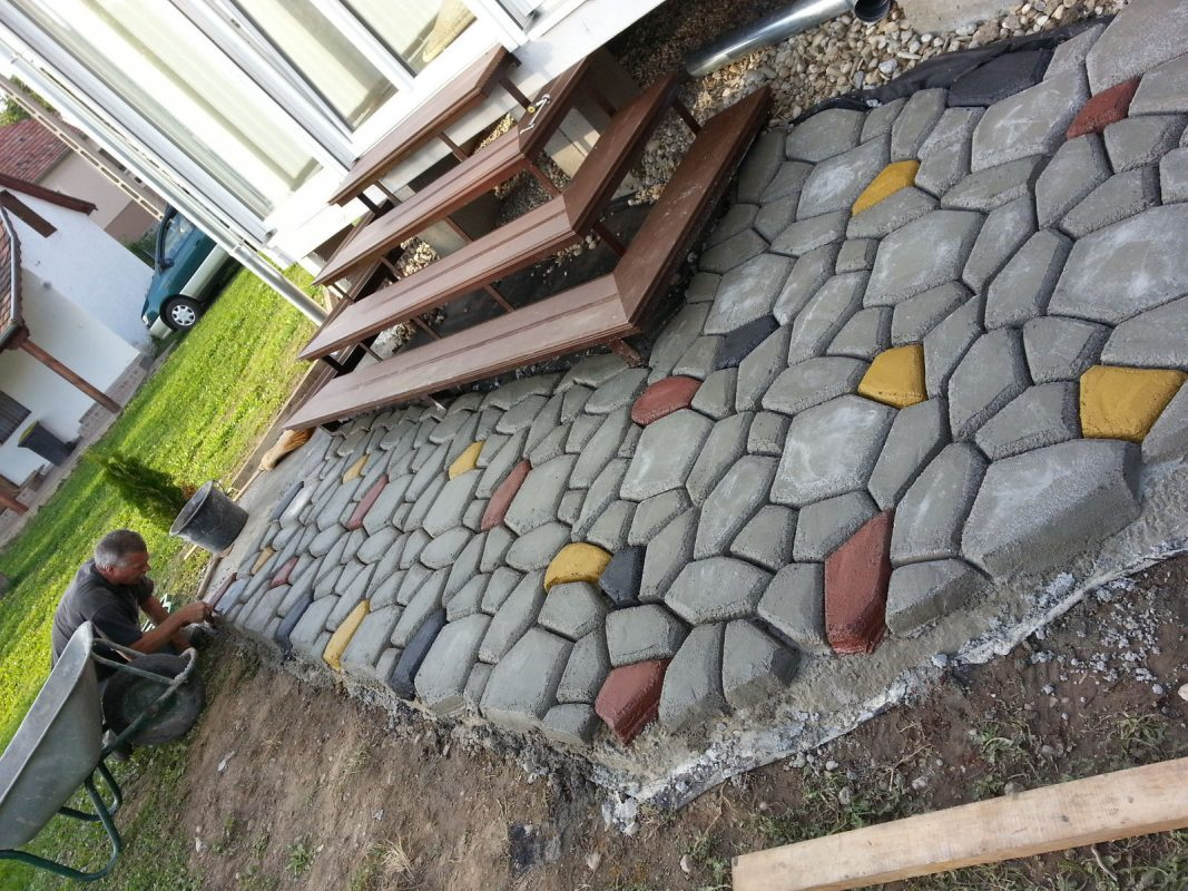 Khuôn làm gạch sân vườn