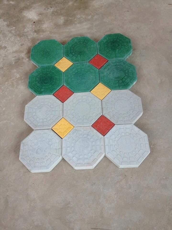 Khuôn gạch tự chèn bát giác được làm từ khuôn gạch bát giác nhựa