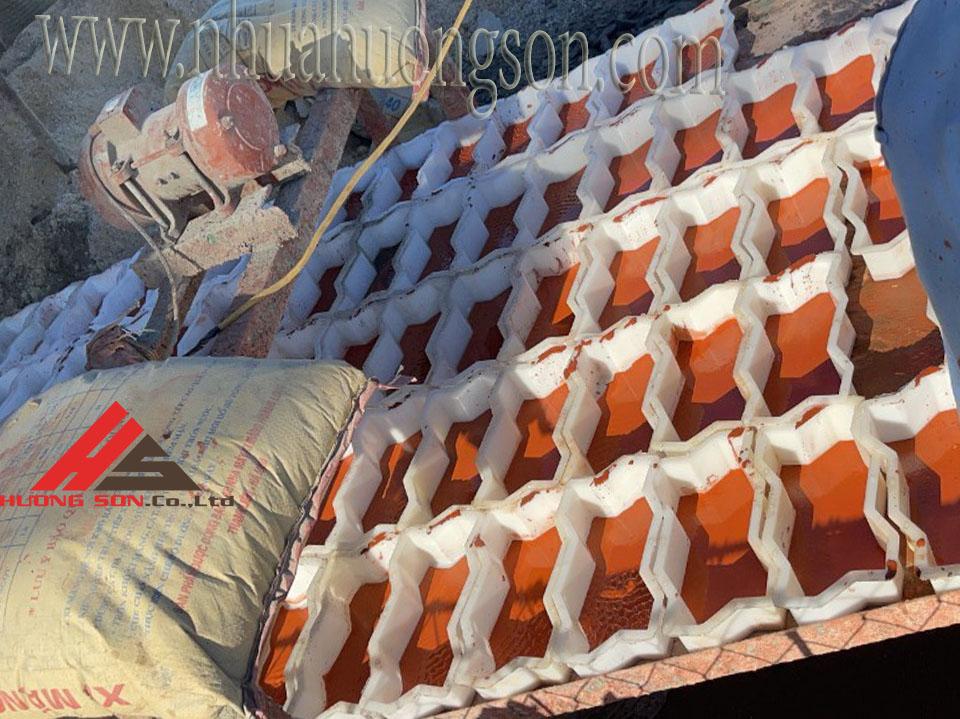 Sản xuất gạch ziczac từ khuôn nhựa