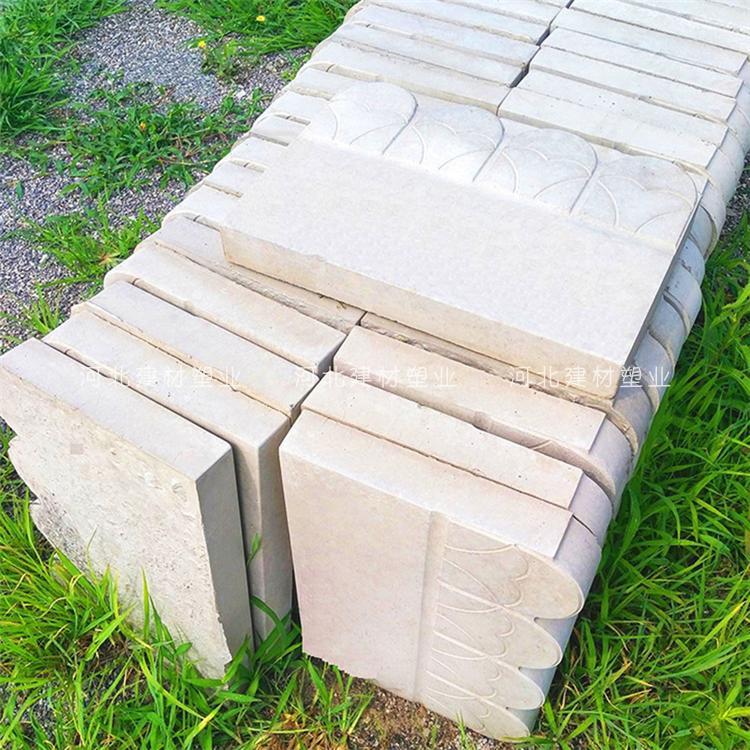 khuôn hàng rào sử dụng nguyên liệu bê tông